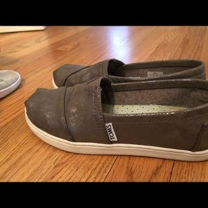 Toms. Size 4 youth/size 6 woman's.